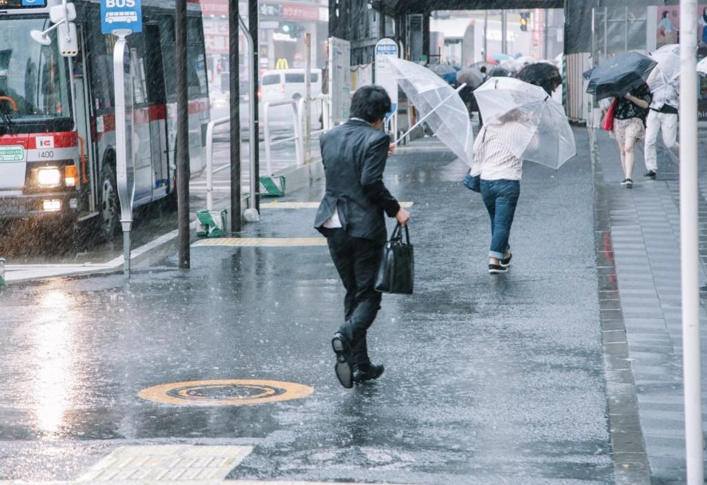 横殴りの大雨