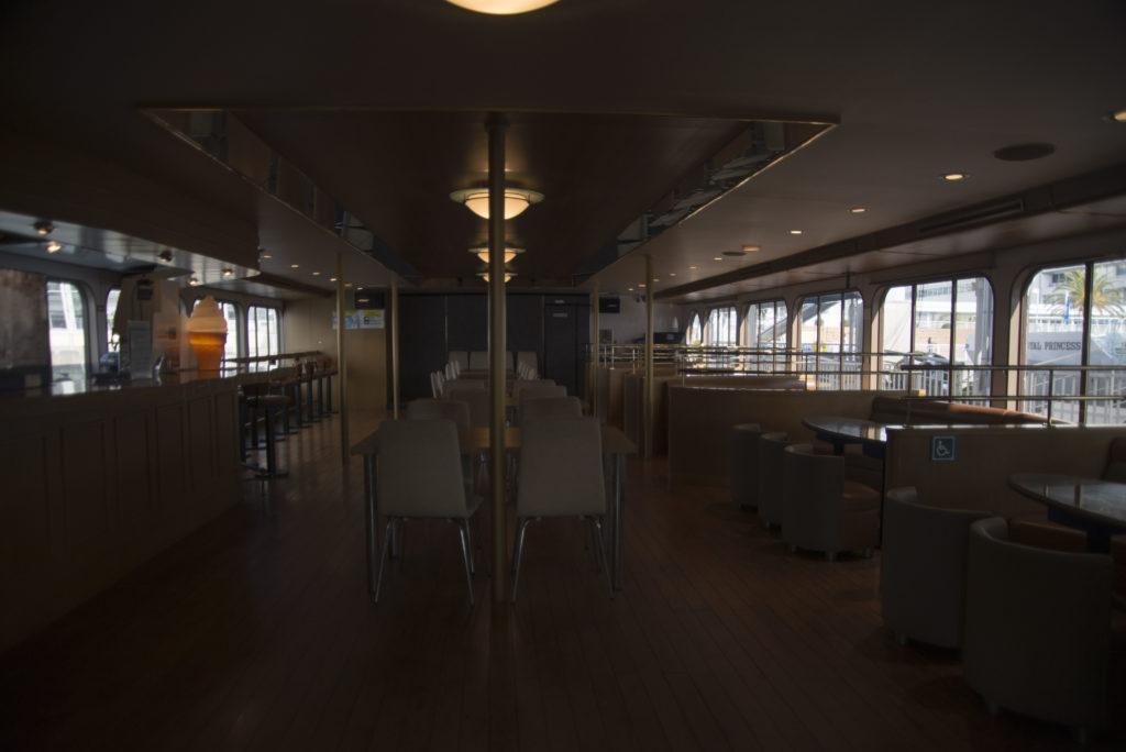 オーシャンプリンス号船内