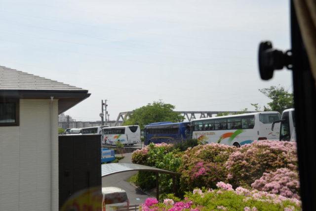 行列の観光バス