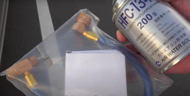 車のエアコンガスチャージ充填方法