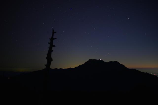 夜の瓶ヶ森から見た石鎚山